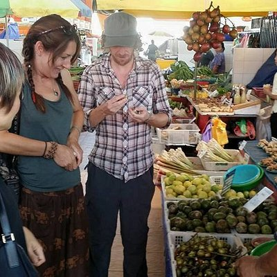Prior to cooking, we will visit a local farmers market. You will learn the variety of jungle produce, herbs, vegetables that usually contain some form of traditional health benefits. We will buy some of these to bring back to cook with.