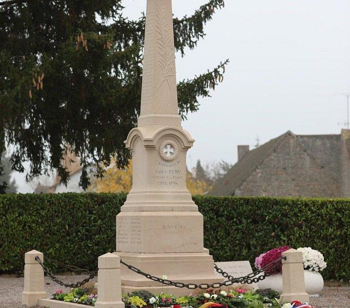 A côté du cimetière, se situe le monument aux morts