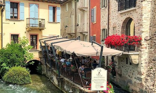 Borghetto is a village in Italy. At the heart of this village runs the Mincio river. The Visconti Bridge is a focal point for the entrance to the village and hosts the festival of Love Knots every June. The passionate chefs serve mouth-watering dishes in the numerous restaurants here!