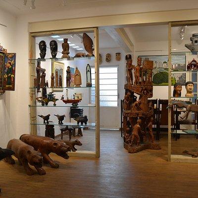 Sala 2 térreo as obras são peças  únicas  de   artistas Brasileiros