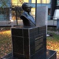 Buste d'Aimé Césaire: profil droit