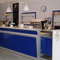 Vista del bancone lato caffetteria