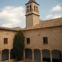 Claustre i campanar de l'església del convent
