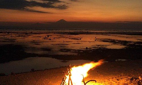 Tramonto su Bali - Il rito del fuoco al calar del sole a Gili Trawangan