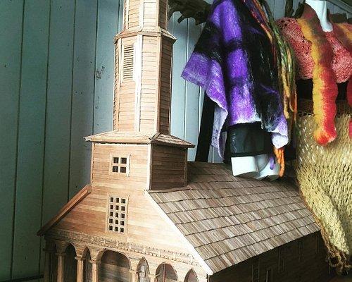 Iglesia escala en madera Alerce - Aldachildo