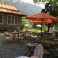 Cafe thats is quaint,charming and old world! Sit and enjoy the view, listen to some soothing jazz and eat some delicious home made anglo, continental and italian dishes!