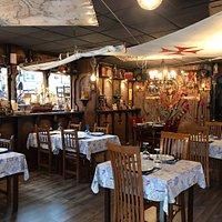 Un lugar con una decoración muy original y una muy buena parrilla. Buena relación calidad precio.