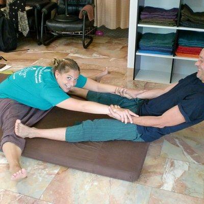 Stretch inner leg