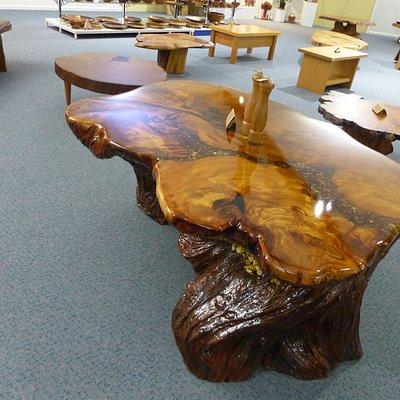 Objets réalisés à partir de bois de Kauri millénaire extrait du sol.