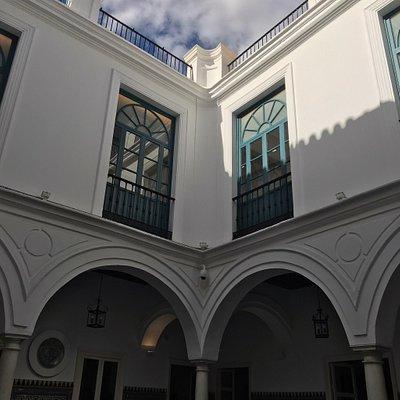 Impresionante colección de arte en un magnífico edificio restaurado con esmero.