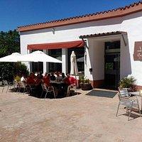 Entrada Principal Restaurant Masia Can Jané en Collserola. Abiertos los viernes, los fines de semana y los festivos. Carnes y Verduras a la Brasa y todo tipo de Comida Catalana.