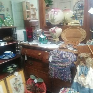 Raggedy Lane offers a mix of antiques, collectibles, handmade crafts and country home decor.