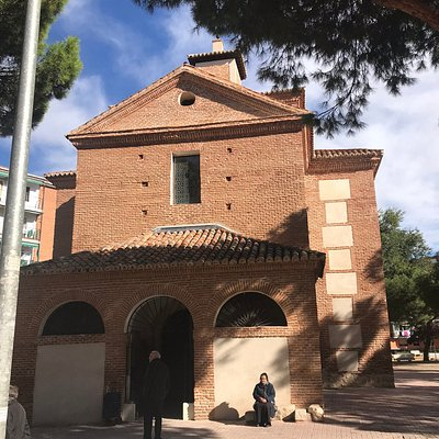 Ermita de San Isidro, entrada.