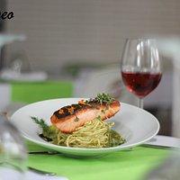 Un nuevo plato lleno de sabor y una textura suave, espagueti caseros con salmon fresco y salsa verde. ¡Riquisimo!