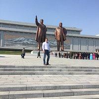 Als je af reist naar Noord Korea is het gewoon om even een bezoekje te brengen om respect te tonen naar de voormalige leiders van het land.