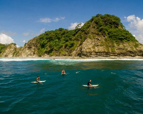 Enjoy a sup surf vacation in paradise.