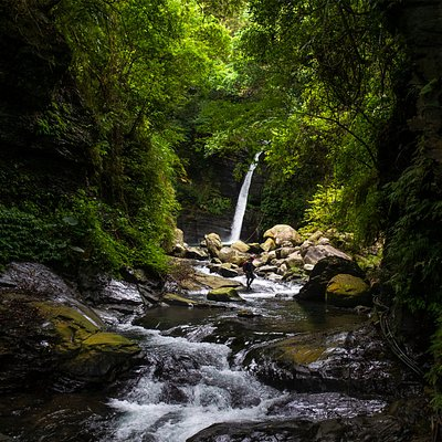 Canyoneering waterfalls and river tracing in Taiwan.