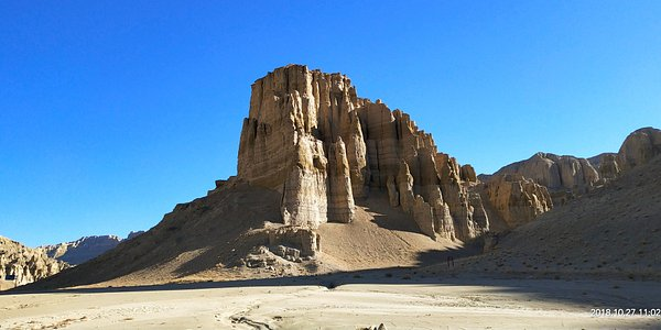 This is a photo of typical land form of West Tibetan. We started our journey from Lhasa, the capital of Tibet, driving across Ali area, where average altitude is above 4000m above sea leaver and ended the trip in Kashgar, a very important spot on Old Silk Road in west China...