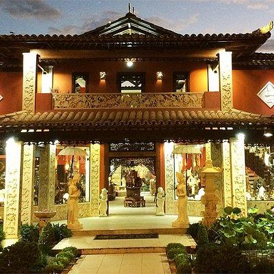 TERIMA KASIH Arraial d'Ajuda. Desde 1995 importando Esculturas, Artigos de Decoração, Móveis e Roupas de Bali - Indonésia. Um ponto turístico imperdível de visitar em Arraial d'Ajuda. Despachamos para todo o Brasil com total segurança. Não deixe de visitar!