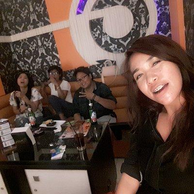 Tempat ter....favorit 🎤 nyaman bangeettt buat nyantai sambil karaoke..menu makanan & minumannya juga juara..love @deberry 💕🎤