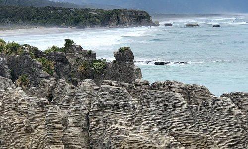 Mágicas rocas en la costa este de Nueva Zelanda, la llamada Wild Wild West ❤️