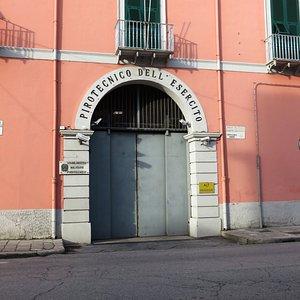 l'entrata del Pirotecnico, al cui interno si trova il castello