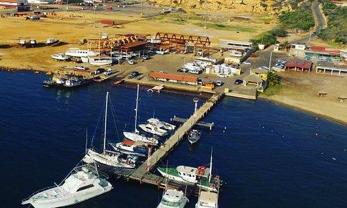 Hermosa vista de la marina del Club Nautico Cardón.