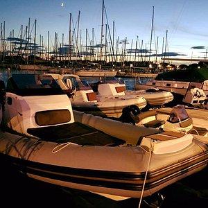 Base de location de bateau BRIG sur le quai d'honneur à Port Camargue