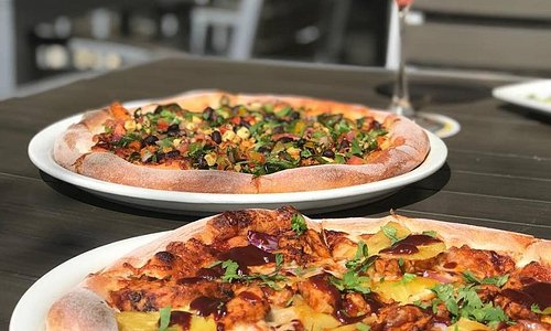 We've got pizza on our mind 🤔🤤 Pictured: Spicy Chipotle Chicken & Original BBQ Chicken pizzas from California Pizza Kitchen 🍕👩🏻🍳#visittrivalley #visitcalifornia