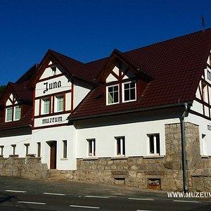 Budynek Muzeum Ziemi JUNA - Strażnica Walońska w Szklarskiej Porębie