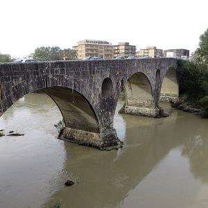 il ponte visto da via Conte Landone