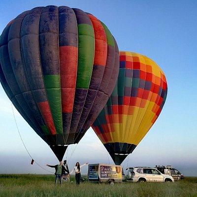 Утренний летний полет. Шары наполнили горячим воздухом. Готовы лететь.