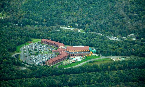 Hop On Air offers to fly Pocono Airplane Tour. Flying over the Great Wolf Lodge at Pocono.