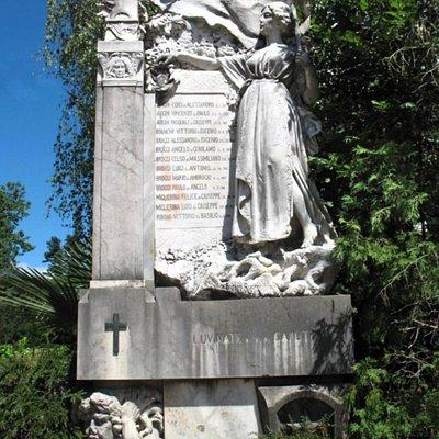 Lapide ai caduti di Luvinate