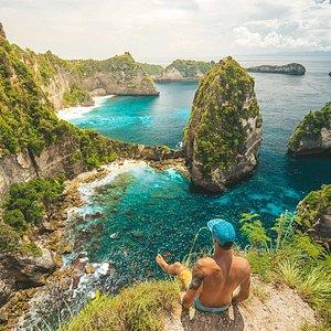 Pulau Seribu or Thousand Island Viewpoint is located on the east coast of Nusa Penida Island, the viewpoint is one of the attractions on the island and looks along the beautiful coast of Nusa Penida. It's not far from the famous