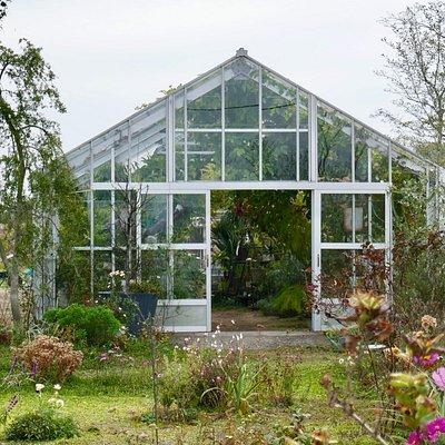 植物園の中心になるガラスハウス