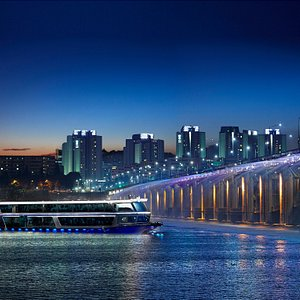 Crossing the heart of city throughout! Enjoy the beautiful nightscape of the seoul.