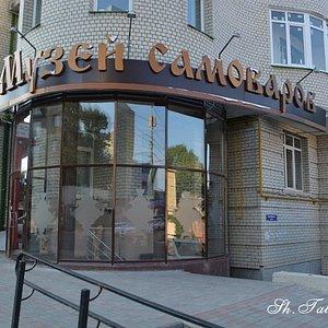 Музей расположен в жилом доме. Лучше по карте искать ресторан на улице Кутякова.