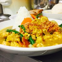 Mixed vegetables and tempeh in curry sauce