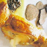 caramella ripiena di caciottina con fonduta di parmigiano e tartufo