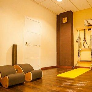 Sala de pilates máquinas (wall units)