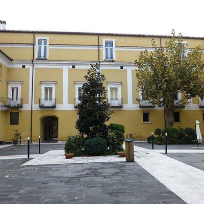 un altro cortile dell'ex convento