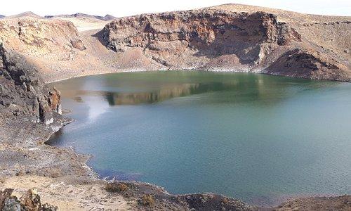 Laguna Azul, vista desde arriba, borde del crater.-
