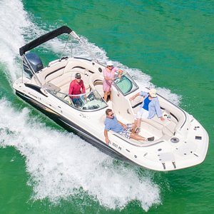 Enjoy your boat day with this 24' spacious Hurricane deckboat.