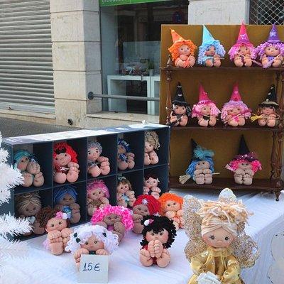 Mercadillo Vintage Aranjuez. Puedes encontrar productos variados, muñecas de tela, manualidades, arte, antigüedades, jabón artesanal, monedas, canicas, discos, vinilos, juguetes antiguos... y mucho más!