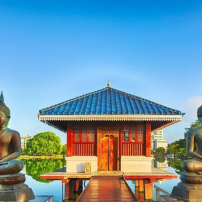 Designed by the country's renowned architect, Geoffrey Bawa, this assembly for monks in the middle of the Beira Lake was built in 1979. With its Southeast Asian influence, minimum colours and the tranquil atmosphere created by the rippling waters and the Bo tree, it is the perfect place for refuge from the madding crowd.