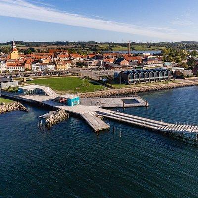Faaborg Havnebad er åbent året rundt. Det ligger ved indsejlingen til Faaborg Kajakhavn og kun få meter fra den gamle købstads centrum og havn.