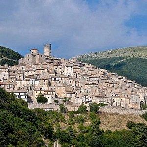 Il centro storico di Castel del Monte