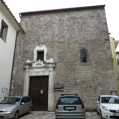 la facciata della chiesa (anche se non si direbbe)