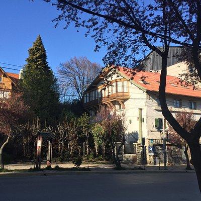 Entrada - School building